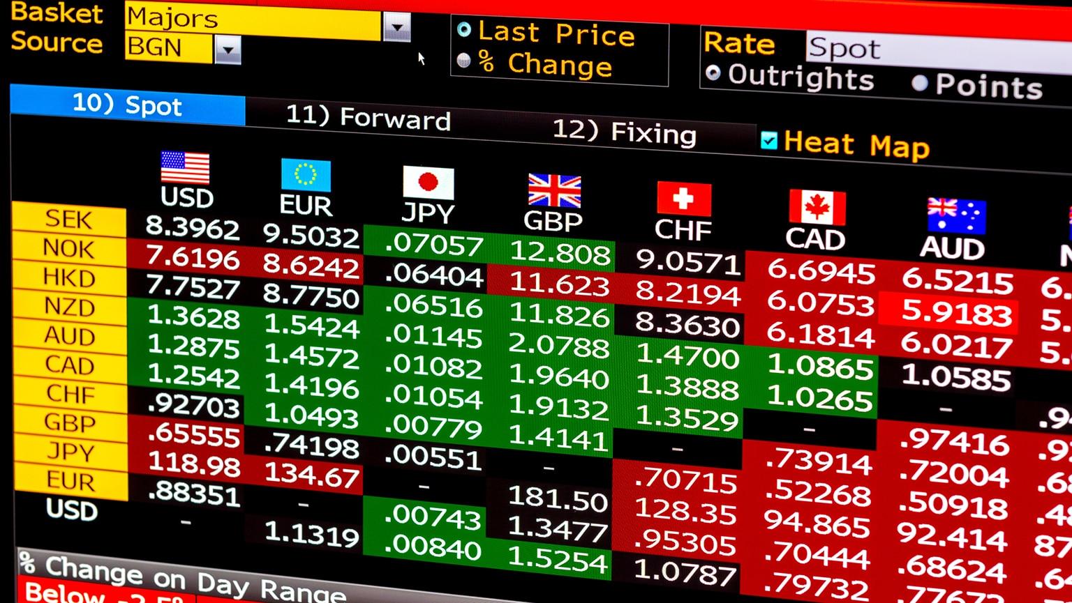 عوائد السندات الإيطالية تضغط على اليورو