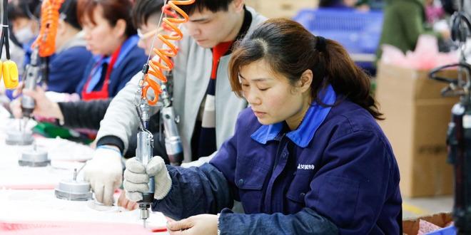 الاقتصاد الصيني، النشاط الخدمي، اليوان