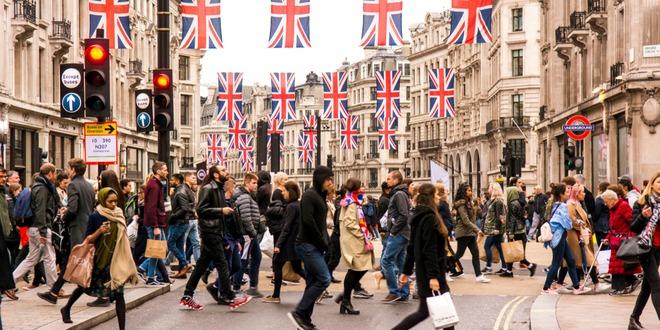 بريطانيا، النشاط الخدمي، الاسترليني