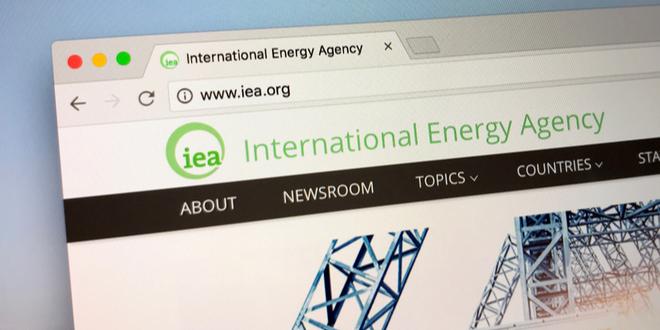 لماذا ترى الطاقة الدولية أن لقاحات كوفيد-19 المحتملة لن تنقذ سوق النفط؟!