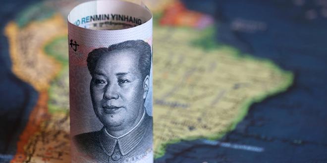 اليوان الصيني يتلون بالأحمر مقابل الدولار الأمريكي