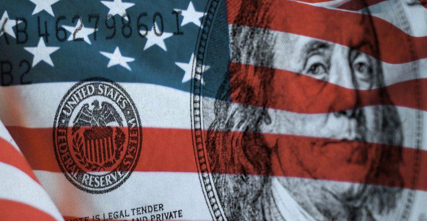 الضغوط على الذهب قد تتزايد وسط ارتفاع الدولار والعوائد