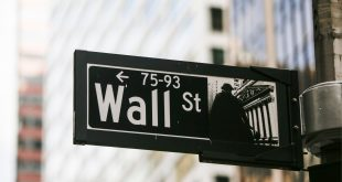 الأسهم الأمريكية تستهل تعاملاتها بارتفاع طفيف